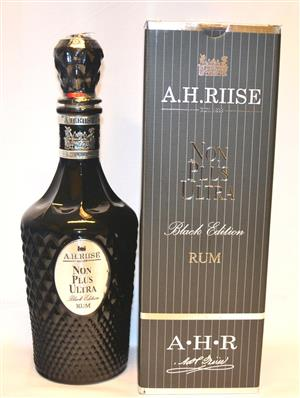 A.H Riise Non Plus Ultra Black Edition 70 cl 42 %